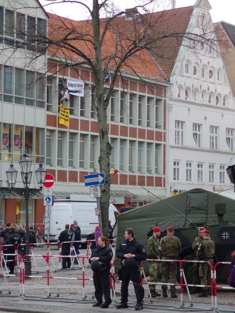 """Protest gegen Bundeswehr """"Rückkehrerappel"""" in LG, März 2017"""